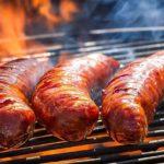 Ăn xúc xích nướng bằng than- Cảnh báo nguy hiểm sức khỏe