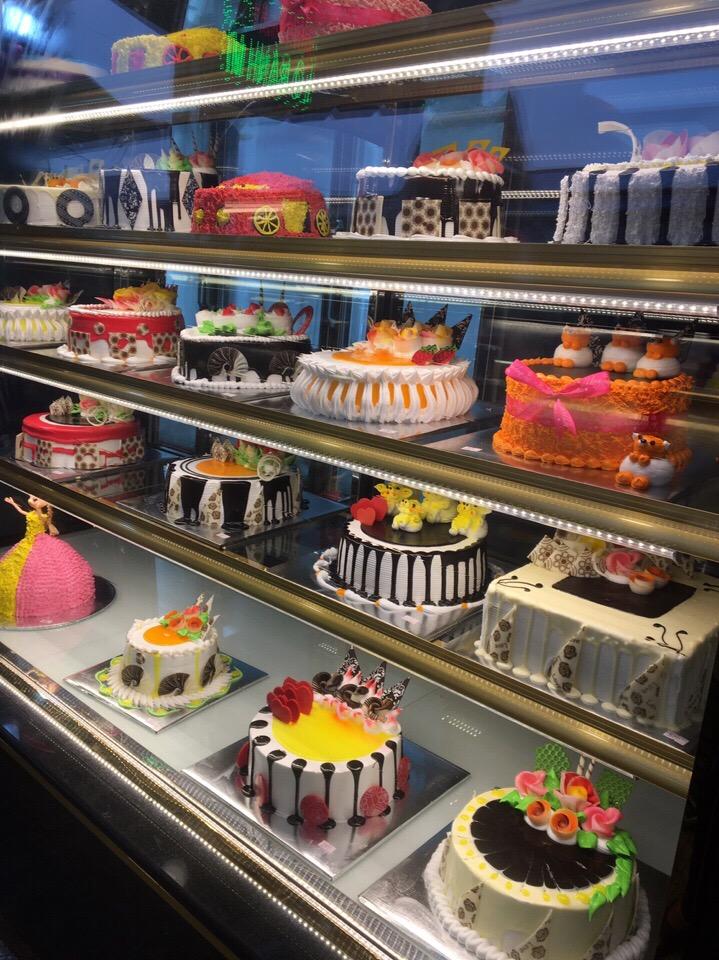Tủ trưng bày bảo quản bánh kem 3 tầng kính vuông