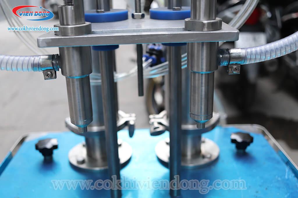 bộ phận máy chiết rót dung dịch