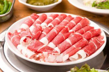 Bật mí cách cắt thịt đông lạnh cuộn tròn đều, đẹp mắt